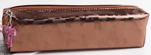 Пенал, розмір  19х4х6 см,  м'який  на блискавці з одним відділенням. Матеріал:  поліестер  дизайн - YM 8398 коричневий
